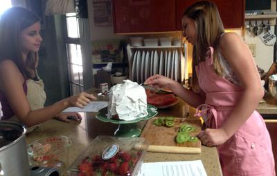 girls make cake