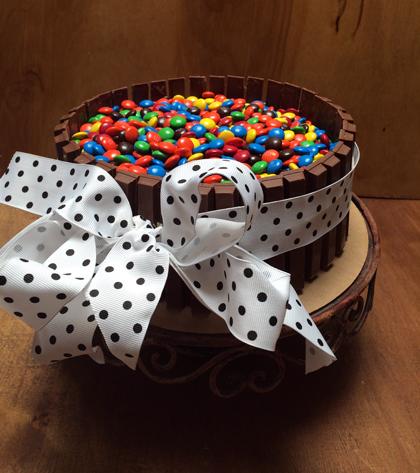 kitkat m&m cake2