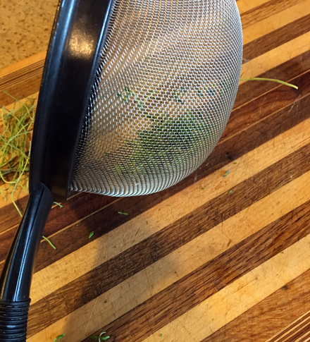 use strainer to strip thyme